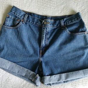 550 Levi's High waisted shorts Size 14